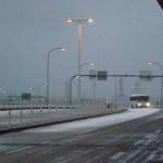 雪の降る関空